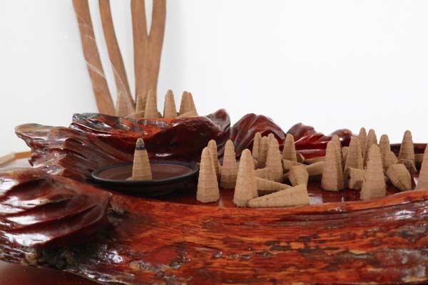 Cách xả xui xẻo bằng đốt trầm hương