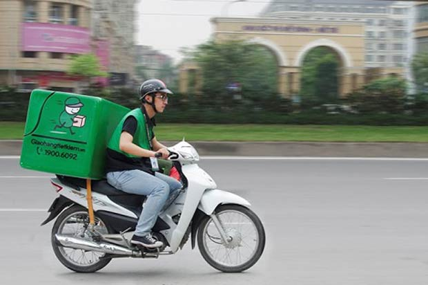 Shipper giao hàng công nghệ