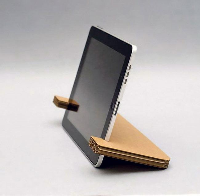 Tái chế bìa carton thành kẹp và giá đỡ điện thoại, iPad
