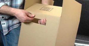 Tạo lỗ hổng để tạo tay cầm trên thùng carton