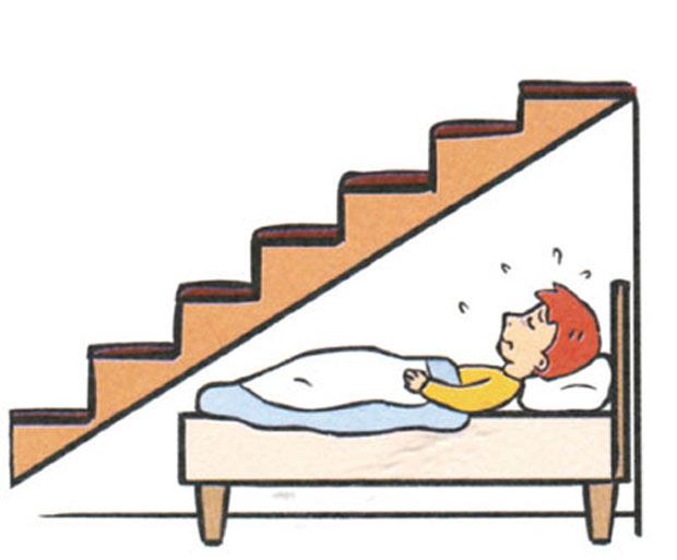 Tránh Đặt giường ngủ nằm dưới cầu thang