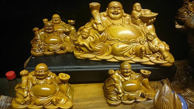 Mang tượng phật Di Lặc lên gửi ở chùa