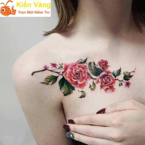 Hình xăm cành hoa hồng trước ngực