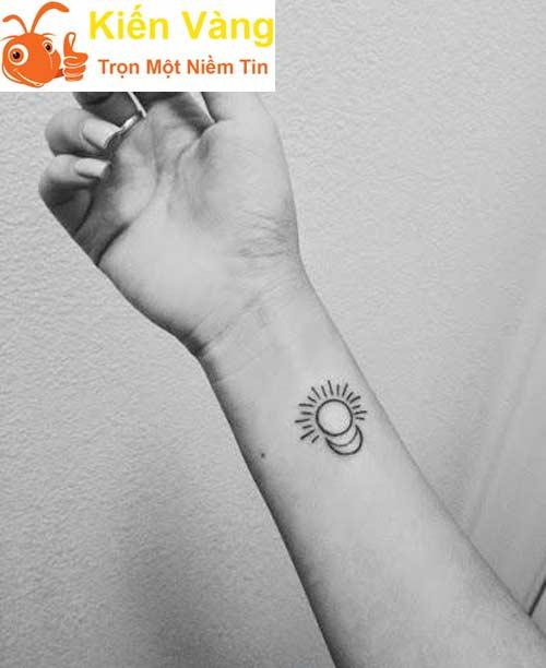 Hình xăm mặt trời mini